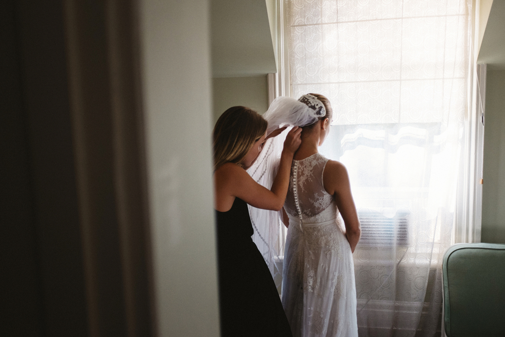 Ontario motel room bridal portraits.jpg