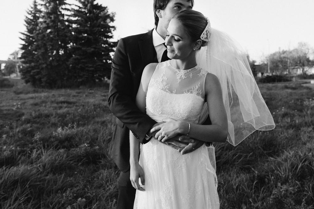 Classic bride and groom Ontario wedding.jpg