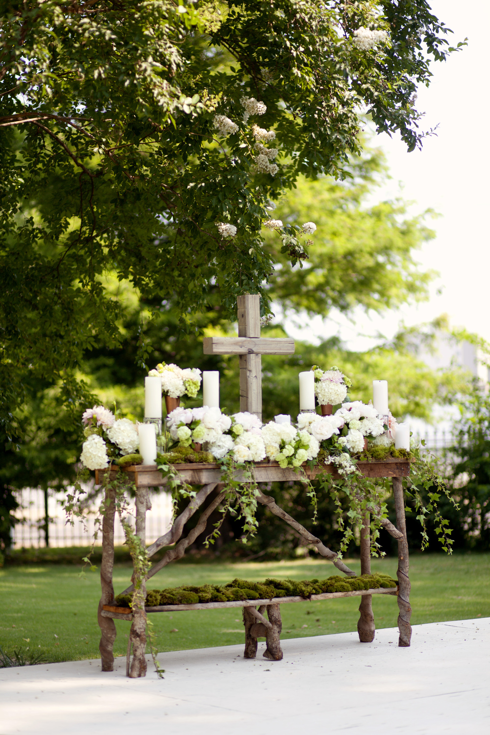 Rustic Altar table set up on the grounds of the historic Hunt Phelan Home. Dahlias, Viburnum, Hydrangea, Mosses and Ivy