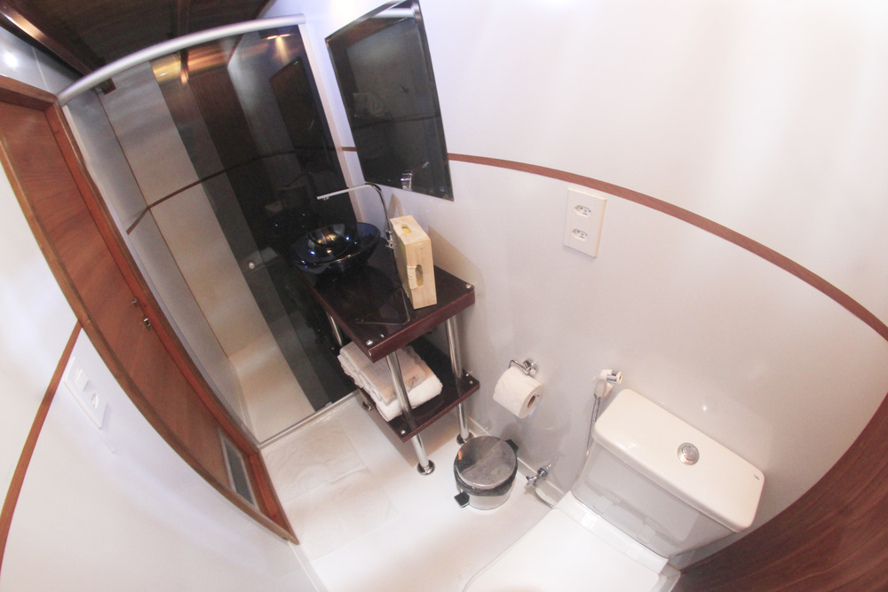 Desafio Amazon Cruise Bathroom