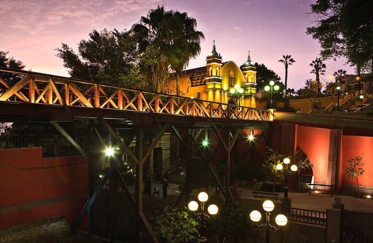 Puente de Los Suspiros and La Ermita (ph. from Lima Discover)