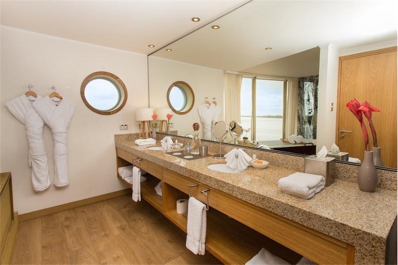 Amazonia Suite Bathroom