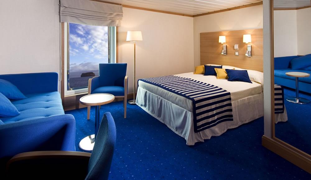 la pinta galapagos cruise yacht