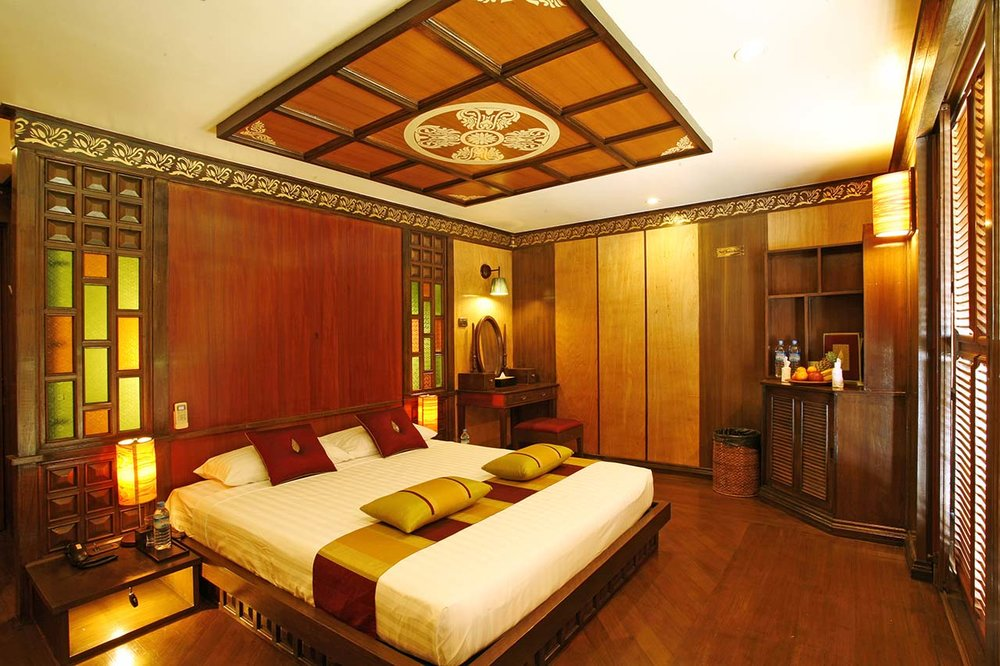 Upper Deck Deluxe Myanmar Cruise