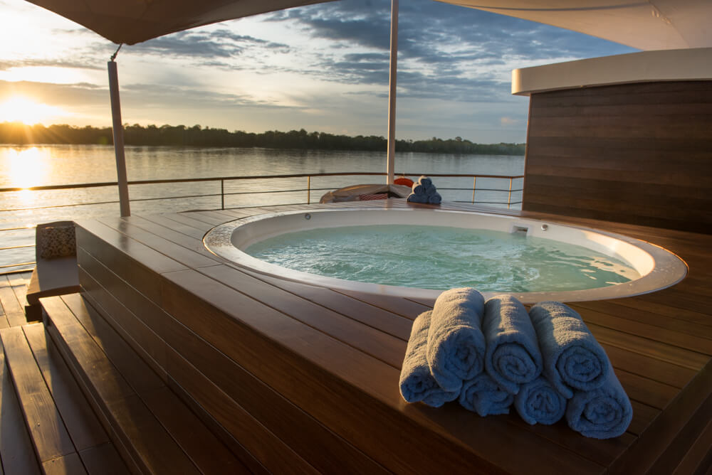The luxurious Zafiro riverboat even has a jacuzzi - perfect for relaxing!