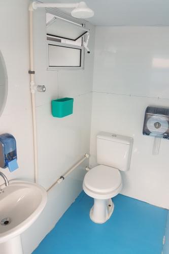 cruise bathrooms