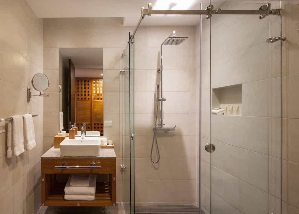 MP10068-Mashpi-Lodge-bathroom.jpg