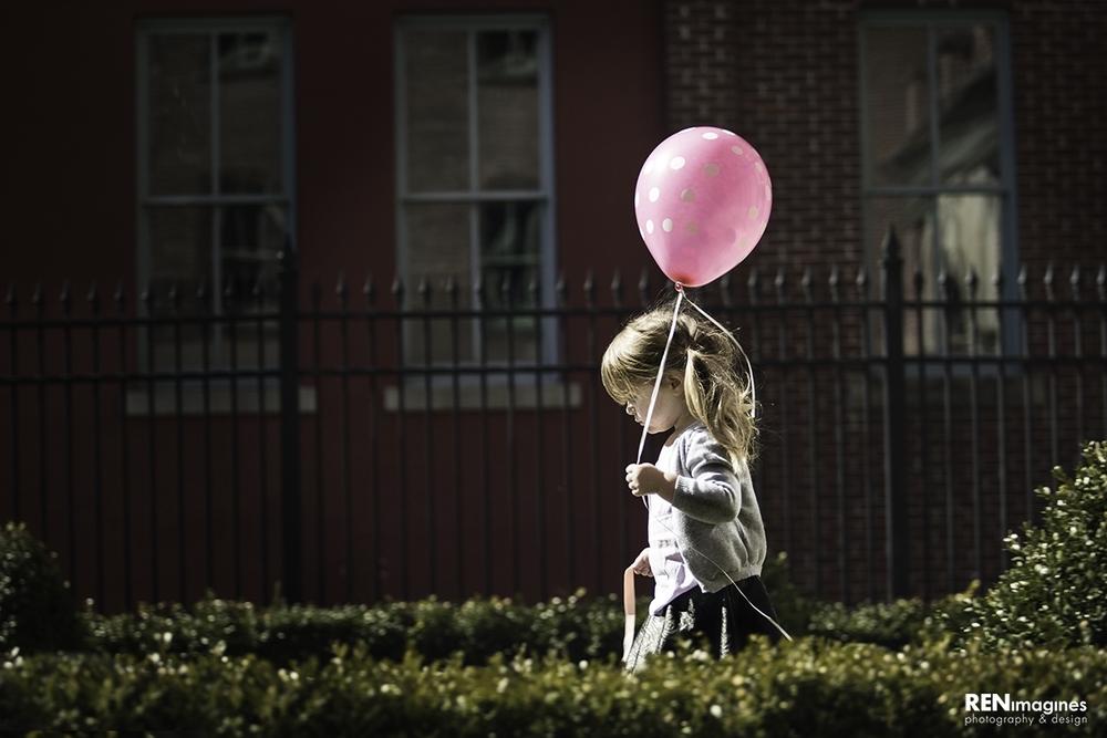 Balloon & Strip Gum
