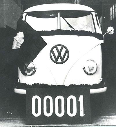 De eerste VW T1 bus geproduceerd in Brazilië in 1957.