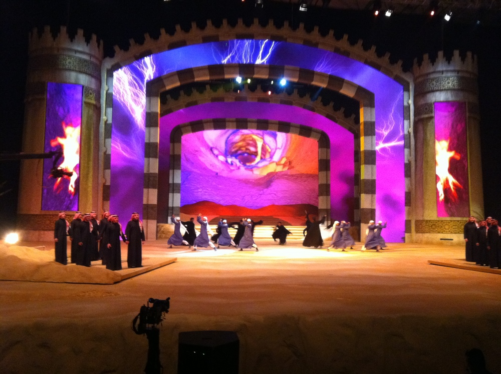 Here is a mixture of LED and massive projection screens for the Al Janadriyah festival in the Kingdom of Saudi Arabia.