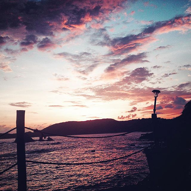 Hardly time to breathe on my intensive yoga and meditation teacher training course delving into the spiritual heart in #mazunte #mexico ( ironic really!) but every now and again I get to enjoy the beautiful #sunset here :) #wanderwomen #wanderwomenclub #love  #wanderwomen #wander #wanderer #wanderlust #wandering #travel #traveller #travelblog #travelgram #travellife #travelling  #travelpics  #travelphoto  #travelblogger #traveltheworld #travelphotography #backpackerlife #explore  #instagood  #photooftheday