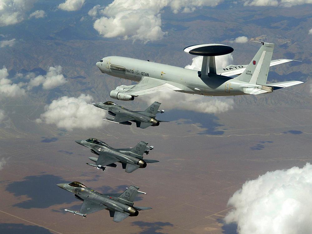 NATO AWACS (Boeing E-3 Sentry). Nuotrauka – Wikimedia Commons.
