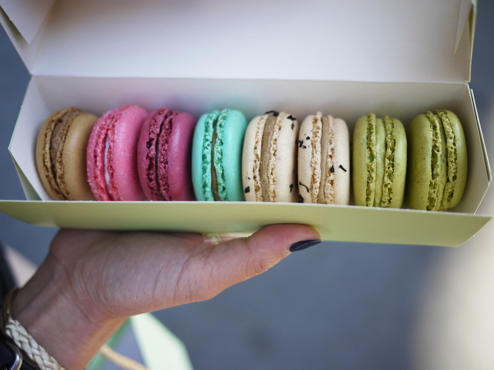 macarons are the most girlie, colorful, prettiest dessert!