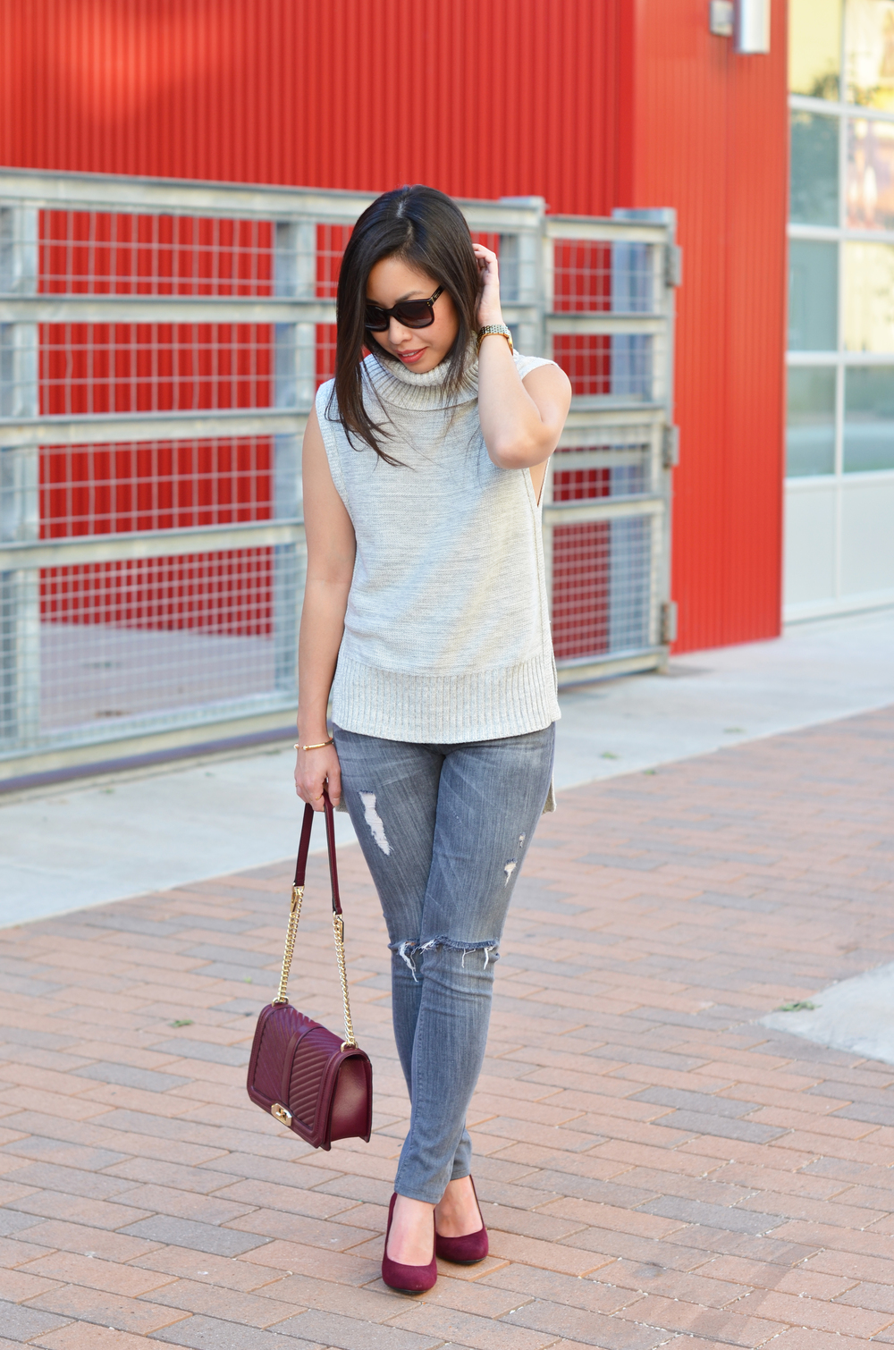 the sleeveless turtleneck & grey jeans -- jannadoan.com