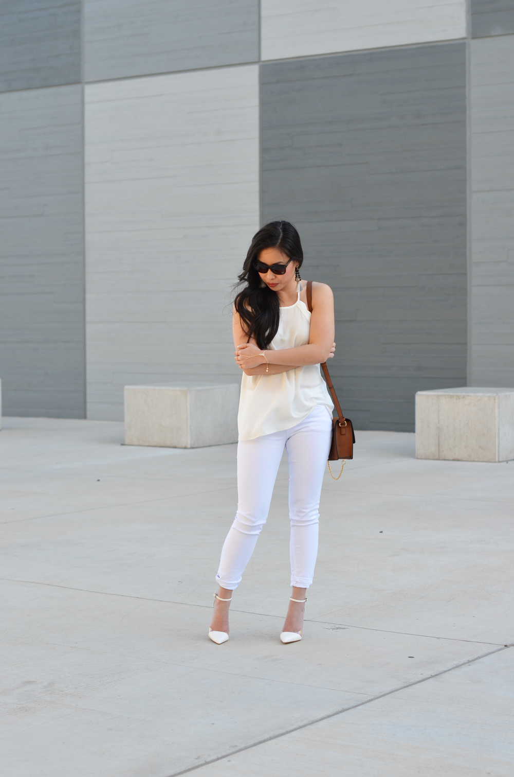 the scalloped top and white jeans -- jannadoan.com