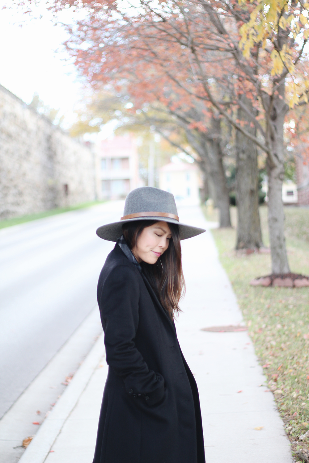 the one shoulder sweater & felt hat -- jannadoan.com