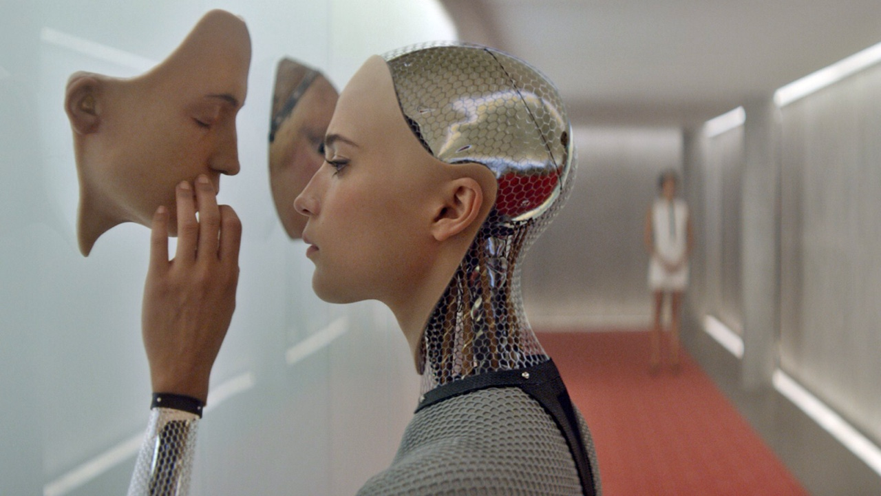 Alex Garland's EX MACHINA, I reviewed it:  https://t.co/g7ypLVxqRY  #attaché