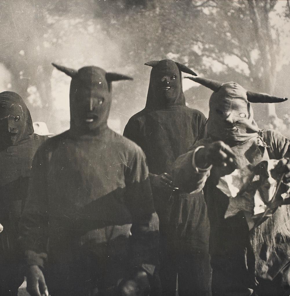 magictransistor :     Kati Horna. Untitled, Carnaval de Huejotzingo, Puebla, 1941.