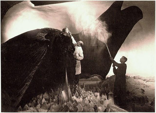 mudwerks :     Faust (1926)   (via  Empty Kingdom   Behind the Scenes )     mirrormaskcamera submitted: