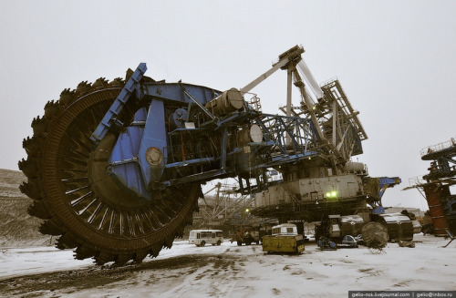 ianbrooks :      10-Story Saw Machine of Death  in Ekibastuz, Kazakhstan   You call that a saw?  THIS  is a saw.       (More pics at englishrussia here and here )