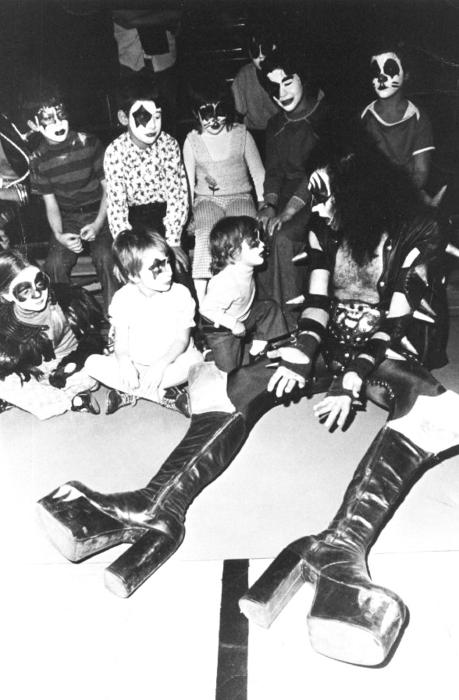suicideblonde :     Gene Simmons