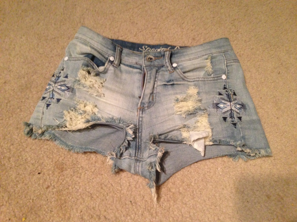 Bottoms:  Embroidered Denim Shorts (Gypsan)