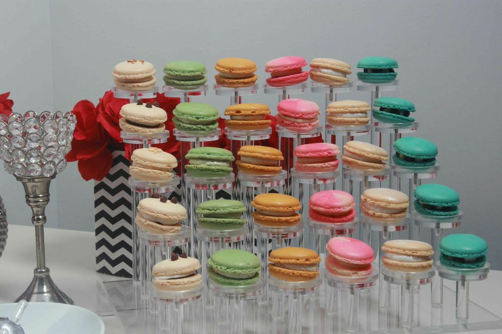 Macaroons provided by www.macaroonqueen.com
