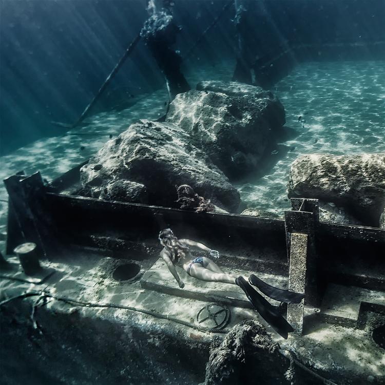 sinking_ship1.jpg
