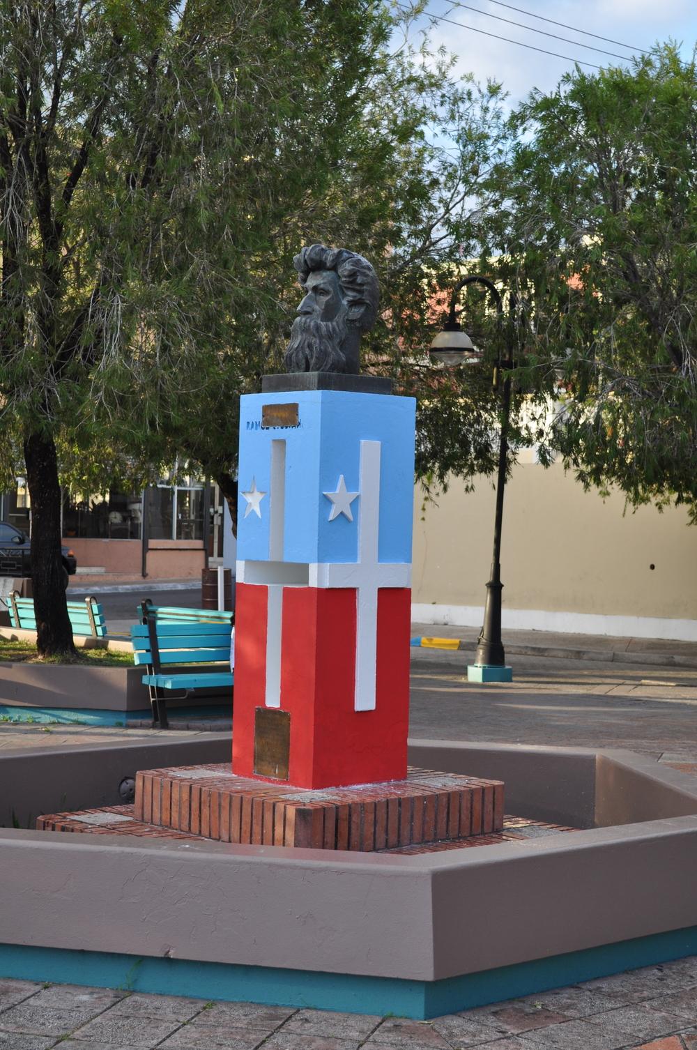 Busto del caborrojeño, Ramón Emeterio Betances, a quien se le considera El Padre de la Patria. Foto: Pamy Rojas