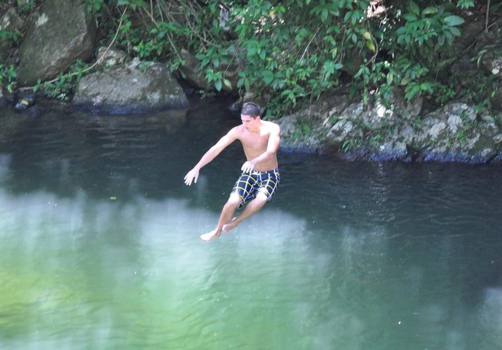 Tirarse de las piedras y caer enel charco es toda una experiencia liberadora. Foto: Pamy Rojas