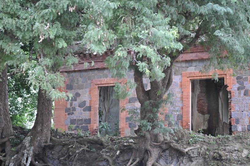 Por la carretera 14 tuvimos que detenernos a la orilla del camino para fotografiar las ruinas de lo que, en un momento, fue la casa de los camineros. Foto: Pamy Rojas