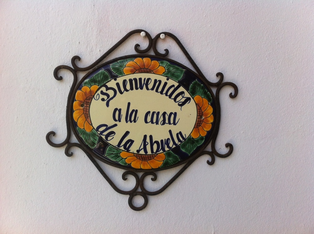 Ceramic piece adorning its main entry, the perfect preamble to the Casa Pura experience. Photo: Bruny Nieves