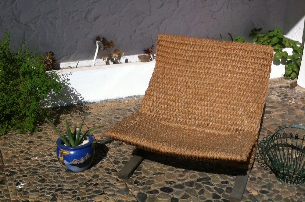 This beautiful rattan armchair invites you to sit down with a good book. Photo: Bruny Nieves