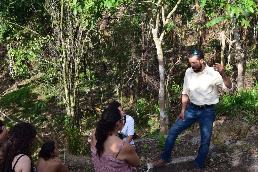 Carlos decidió empezar esta finca agro ecológica para seguir el ejemplo de su abuelo. Foto: Alejandro Rodz. Rojas