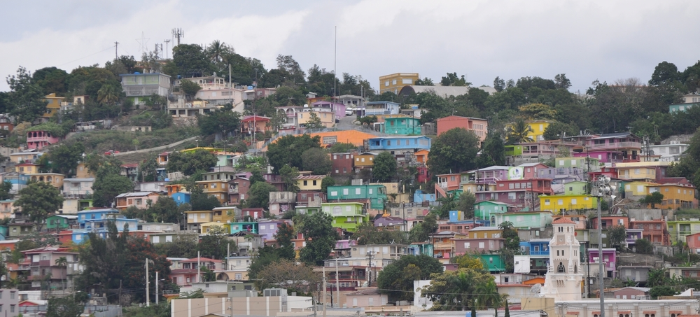 From the highway Luis A. Ferré you can see the colorful houses in El Cerro, Yauco. Photo: Pamy Rojas