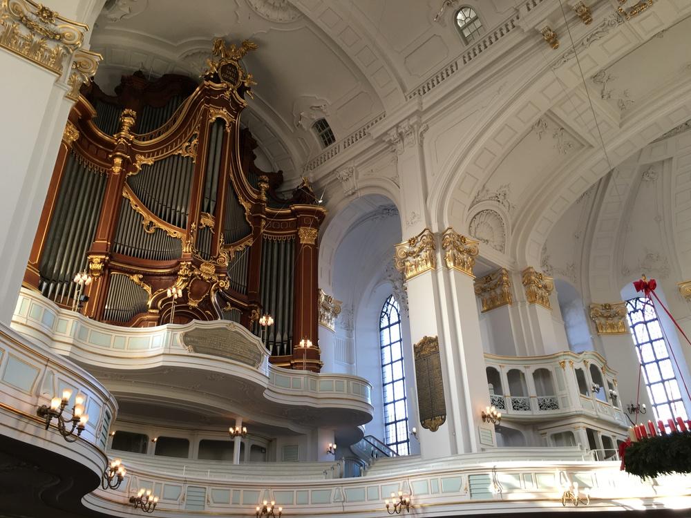 Vista del interior barroco de la iglesia St. Michaelis, la más famosa en la ciudad. Foto: Bruny Nieves