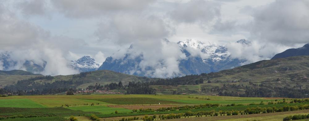 Desde el primer punto que visitamos en este recorrido, el pueblo de Chinchero, se puede apreciar una vista alucinante de los Andes Orientales. Foto: Pamy Rojas