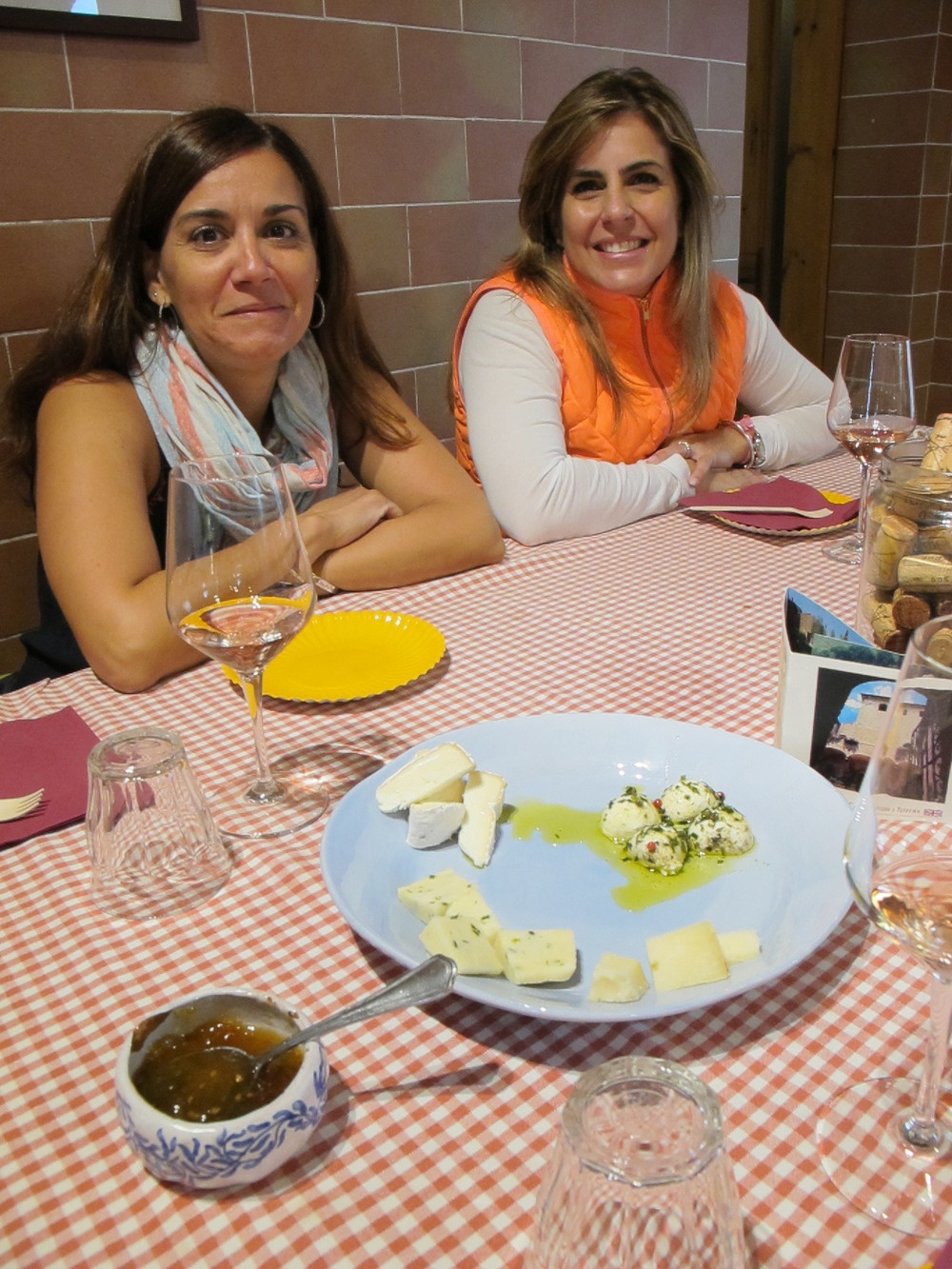 Wine and cheese tasting at Corzano e Paterno. Photo: Marco Dettling