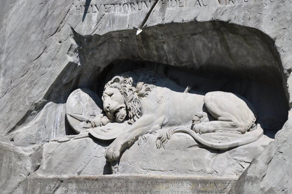 El monumento al León conmemora los soldados suizos. Foto: Pamy Rojas