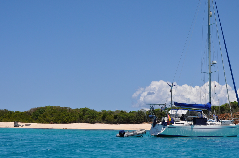 The island of Culebrita and a sailboat floating on its waters. Photo: Pamy Rojas