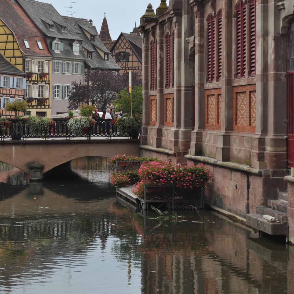 Por dondequiera se aprecia un canal, flores de colores, casas hermosas y su reflejo en el agua. Foto: Pamy Rojas