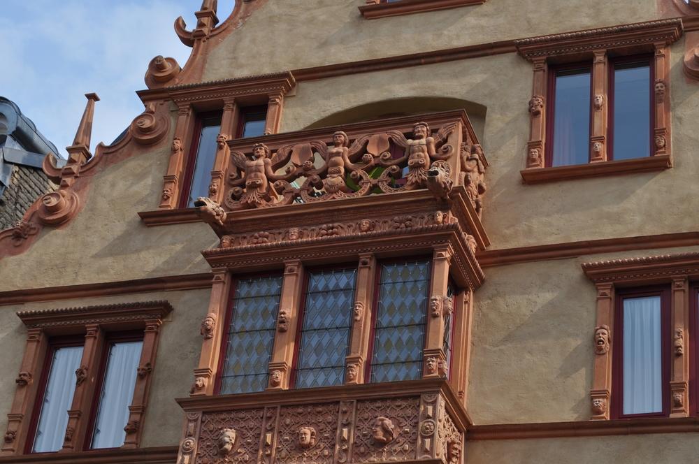 La casa de las cabezas se caracteriza por los retratos que le dan nombre a la mansión. Foto: Pamy Rojas