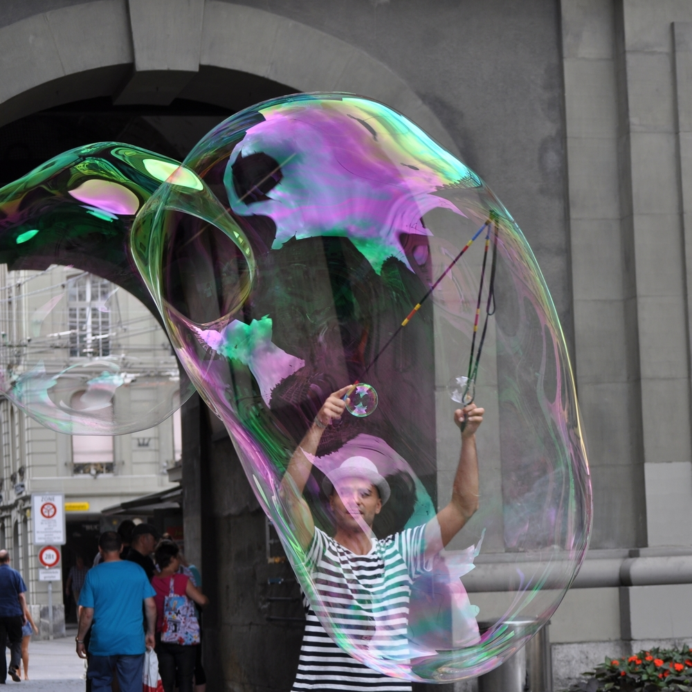 Waiting for the bells, we were entertained by soap bubbles. Photo: Pamy Rojas
