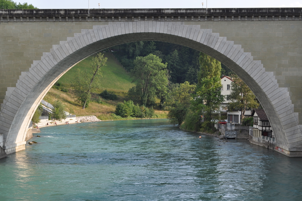 One of the bridges that connects the old town with the rest of the city of Bern. Photo: Pamy Rojas