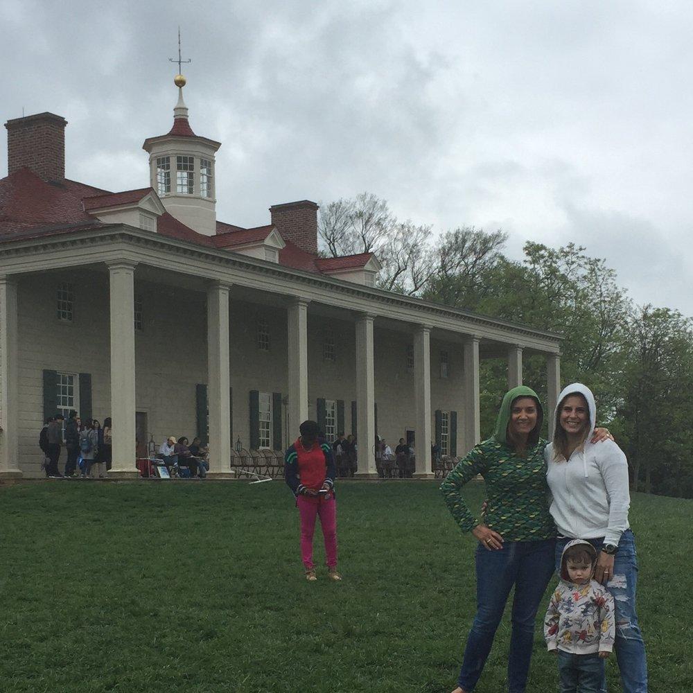 El pórtico de la mansión con vista al patio, conocido como la piazza, fue diseñado por George Washington y es considerado su gran aportación a la arquitectura colonial. Foto: Ray Cuevas.