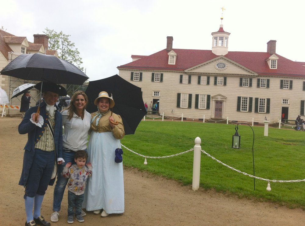 Mientras se camina por los jardines de Mount Vernon, uno se encuentra con empleados vestidos a la usanza quienes comparten apuntes históricos. Foto: Bruny Nieves