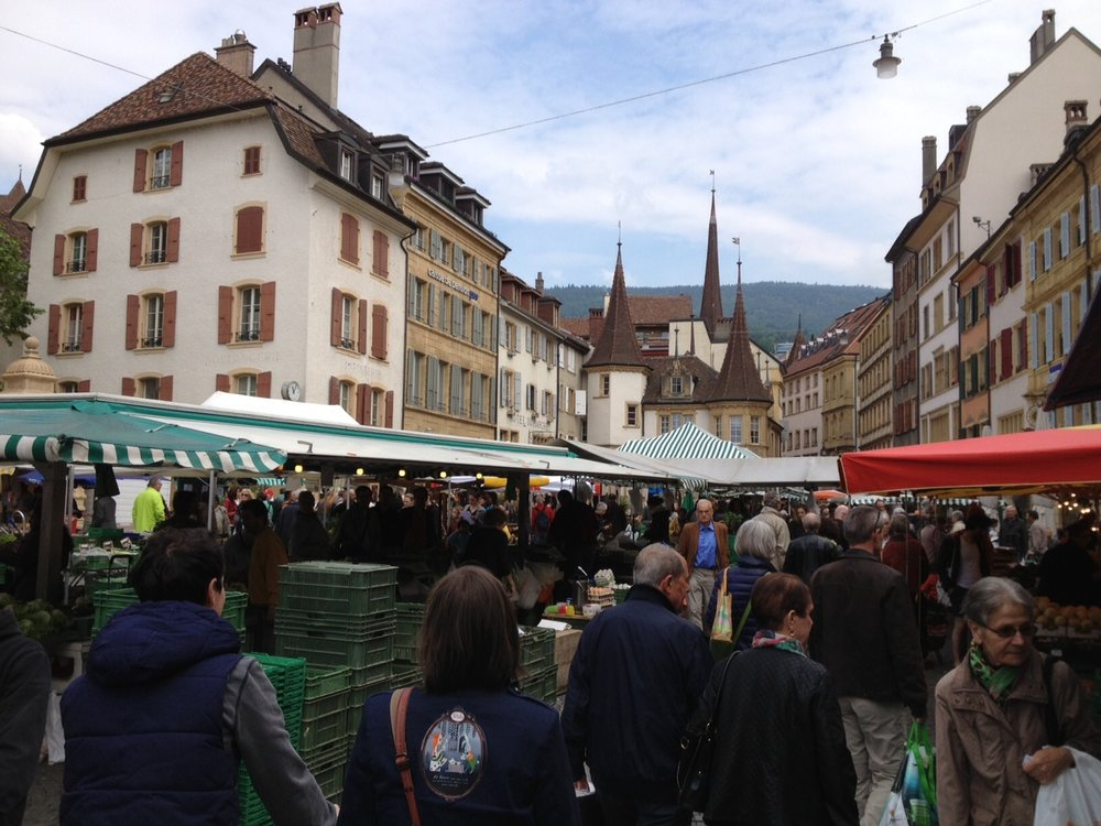 The markets are normally held twice a week. They are most crowded on Saturdays; like this one in Neuchâtel in the French part of Switzerland. Photo: Bruny Nieves
