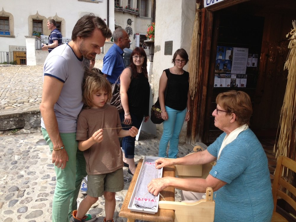 The medieval town of Gruyeres, is not only known for its cheese of the same name, but also for crafts made with straw. Photo: Bruny Nieves