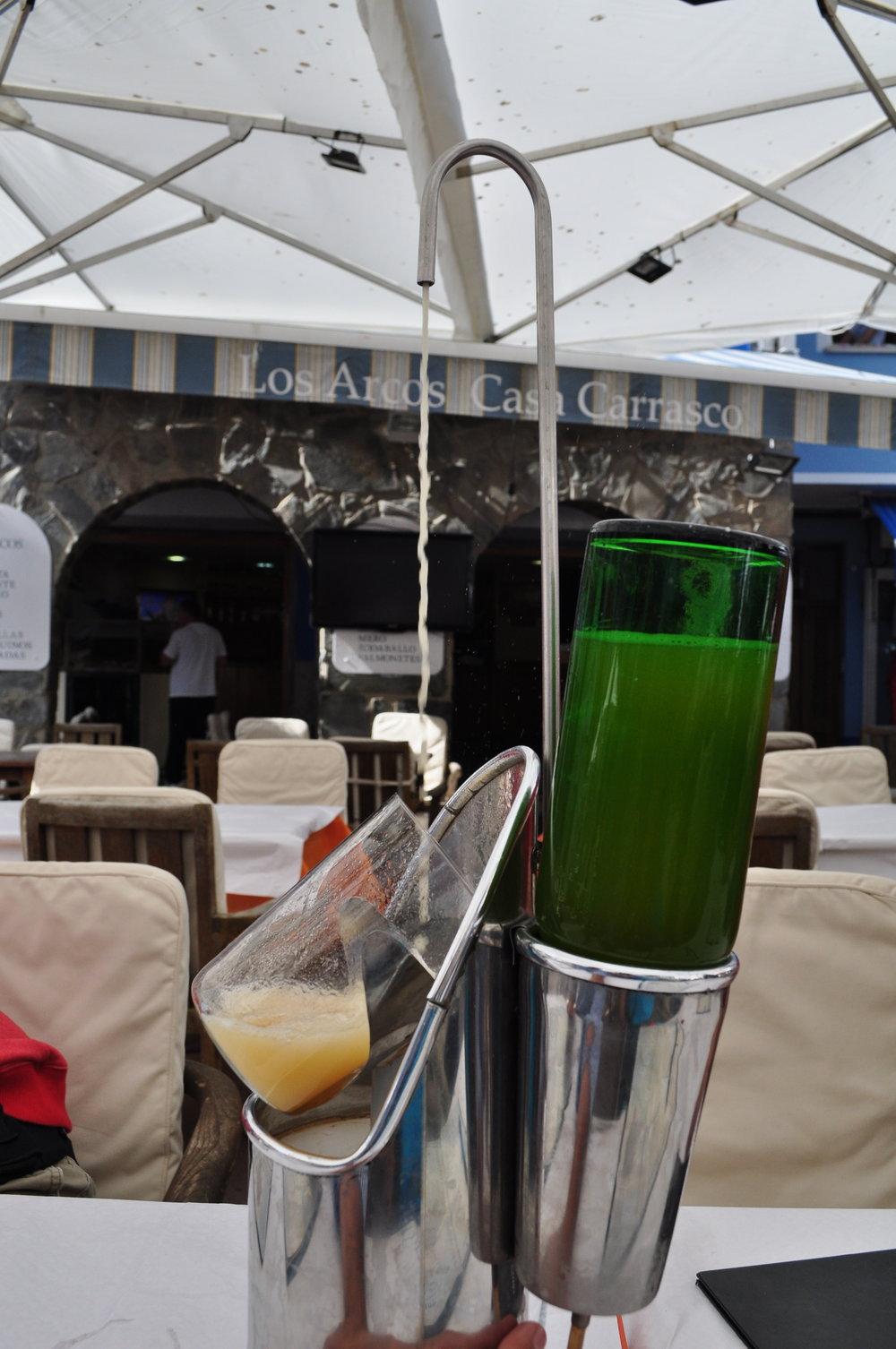 Sidra estanciada en el restaurante Los Arcos, Cudillero.