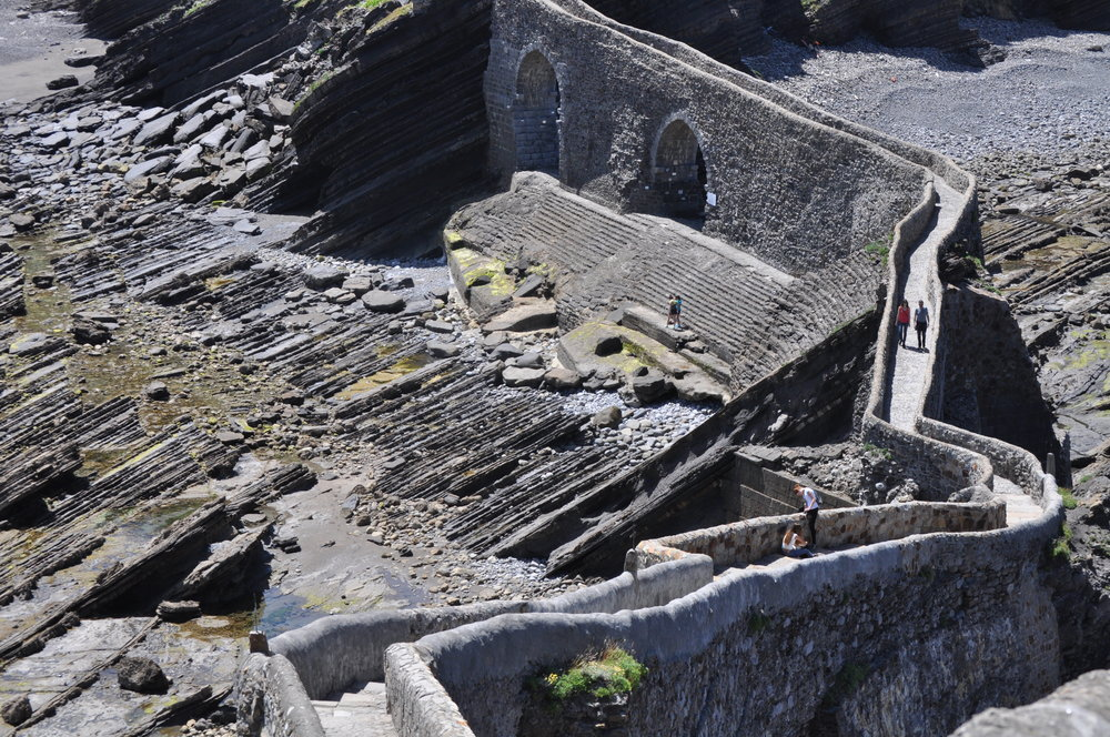 La escalera para subir a la ermita San Juan de Gaztelugatxe parece una versión diminuta de la Muralla China.